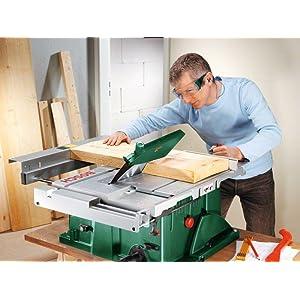 Der Schiebeschlitten der Tischkreissäge PTS 10 hilft Heimwerker bei der Führung des Werkstückes.