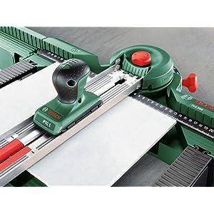 Die Sägehilfe PLS 300 ist kompatibel mit dem separat erhältlichen Fliesenschneider PTC 1.