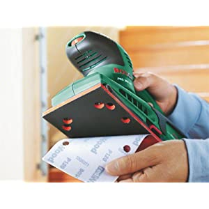 Mit dem Schwingschleifer PSS 250 AE wechseln Sie schnell und einfach das Schlafblatt.