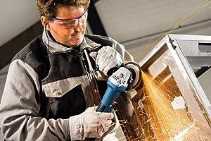 Mit einem Gewicht von nur 1,9 kg ermöglicht der GWS 7-125 ein ermüdungsfreies und exaktes Arbeiten.