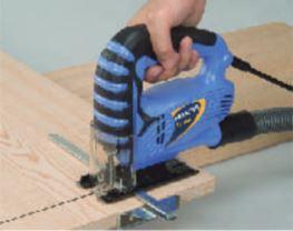木材の直線切断もガイドでブレない