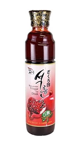 石榴(ざくろ)果汁を熟成させて作ったザクロ酢に、柿酢やはちみつ、パインやりんごなどの果汁を加えてフルーティに仕上げた、飲むためのお酢です。