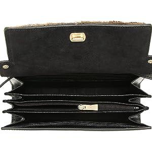 0c85fabddad1 FURLA(フルラ)より新作のショルダーバッグが入荷しました。 上質なレザーが高級感があります。  中は財布としての役割を持ち、更にスマートフォンを入れることができ ...