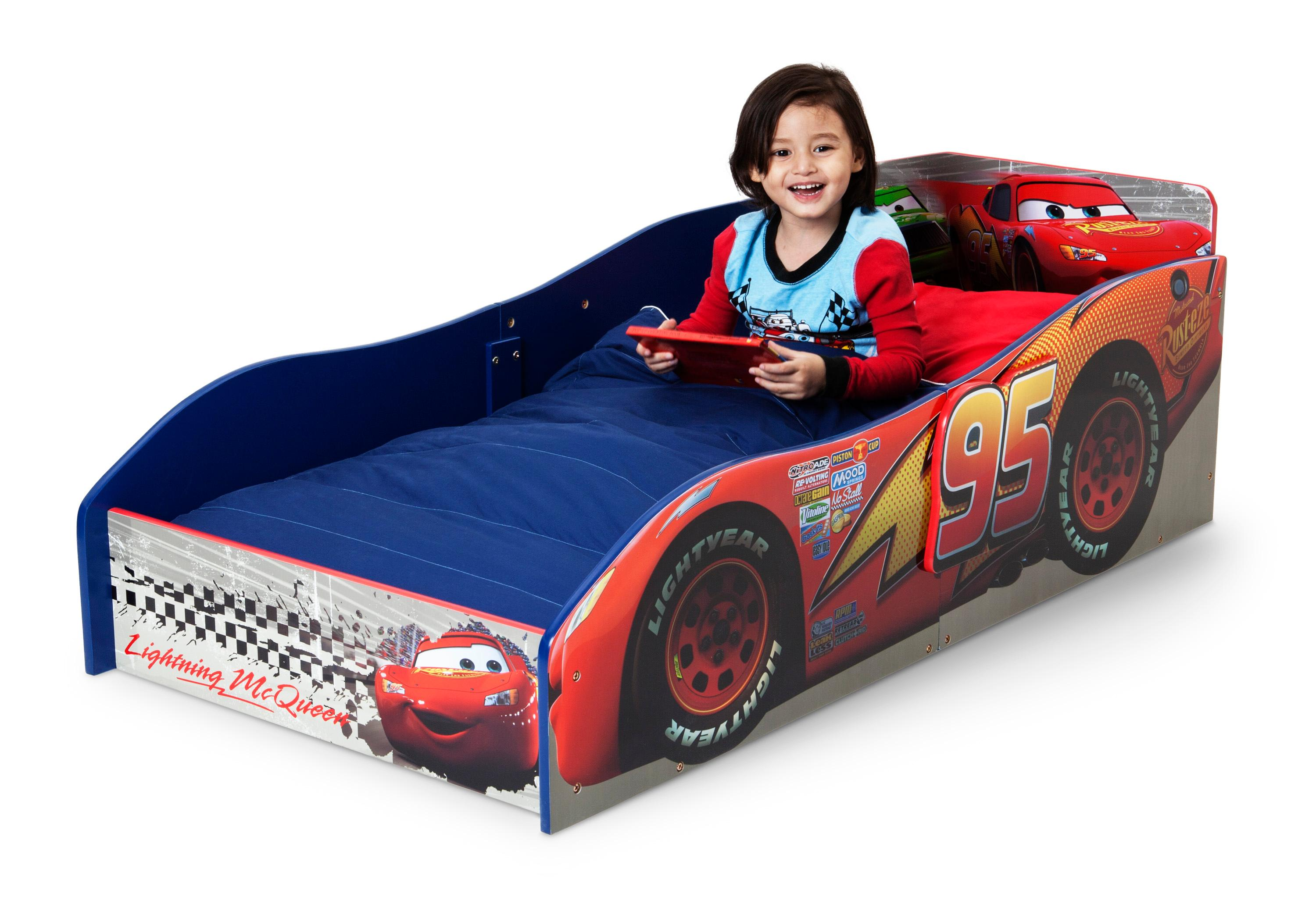 Lightning Mcqueen Bedroom Furniture Delta Children Wood Toddler Bed Disney Pixar Cars Amazonca Baby