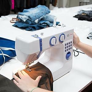 Fácil de manejar: la máquina de coser Levivo N1