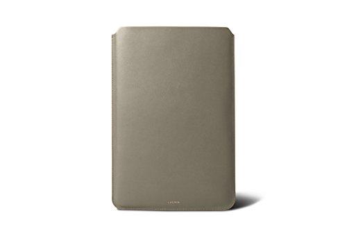 Lucrin - Etui für MacBook Air 13 Zoll - Königsblau - Glattleder Hellbraun