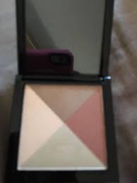 Avon Light and Luminous Face Highlighter in Compact