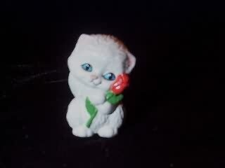 MERRY MINIATURE - KITTEN WITH RED ROSE
