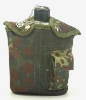 US Army Style Outdoor Alu Feldflasche mit Trinkbecher mit Stoffbezug 1 Liter Trinkflasche in verschiedenen Farben (Flecktarn)