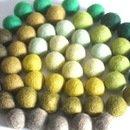 verde. 50 sfere di feltro perle miste