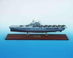 (Daron Worldwide Trading SCMCS008 CV-8 Hornet Aircraft Carrier 1-350)