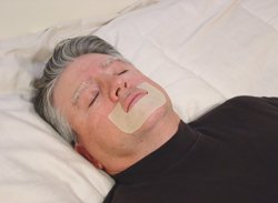 (ChinUp Strips reduce loud snoring on the first night, encourage nasal breathing, and reduce dry mouth and throat. For men without a beard.)