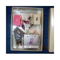 QXE2362 Pasa el estilo con zapatos Barbie de 7 piezas Colección Fashion Model 2005 Adorno Hallmark