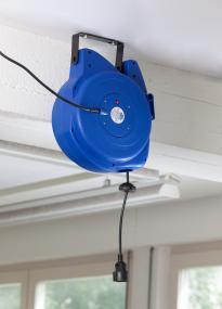 as schwabe 12611 automatik kabeltrommel mit 15m kabel zur wandmontage automat ebay. Black Bedroom Furniture Sets. Home Design Ideas
