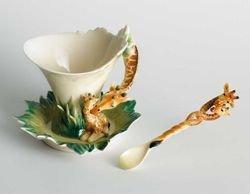 Franz Porcelain Giraffe Design Sculptured Porcelain Cup/Saucer Set wth Spoon ()