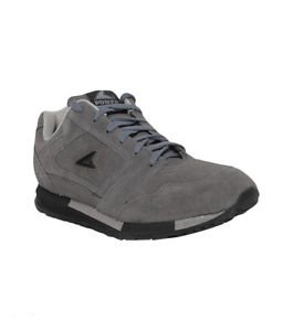 Running Shoes in Grey Colour