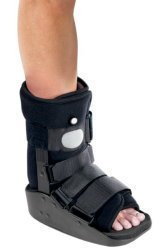 procare-maxtrax-air-ankle-walker-medium-shoe-size-female-6-1-2-11-male-5-1-2-10-ea