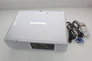 パナソニック 液晶プロジェクター(4000lm、XGA、6.2kg、ワイヤレス) PT-F300NT B001NH0X6A