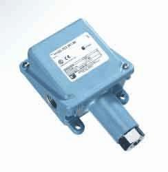 (United Electric Controls H100-191 NEMA 4X Pressure Switch, 10 to 100)