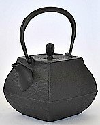 ITCHU-DO SEKITEI Japanese Cast Iron tea Kettle Nambu Tetsubin 800ml by ITCHU-DO