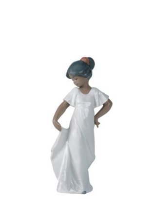 Nao by Lladro Collectible Porcelain Figurine: LITTLE SWEETHEART how pretty - 8 3/4