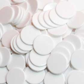 22mm diameter x 100 Various Colours White Plastic Counters by The Dice Place
