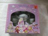 Wonderland 17 Piece Tea Party Set]()