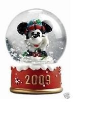 Disney Mickey Mouse 2009 Christmas Snowglobe from JC Penney (Jcpenney Mickey Mouse Snow Globes)