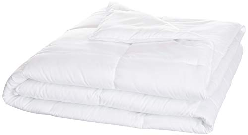 AmazonBasics Conscious Series Down-Alternative Comforter with Recycled Poly Fill - King (Down Comforters Alternative)