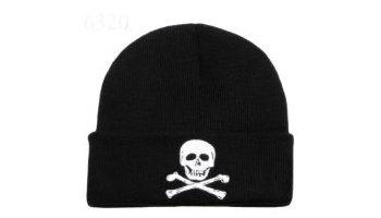Skull   Crossbones Beanie Hat  Amazon.co.uk  Toys   Games 2d6781e4280