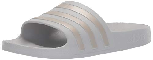 adidas Women's Adilette Aqua, Platino Metallic/Grey, 5 M ()