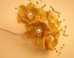 Satin Pearl Flower, Gold. Pack of 72 ()