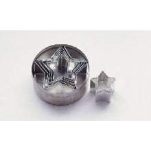 World Cuisine Paderno Tin Star Dough Cutter, 1 1/8 inch Height - 2 per case