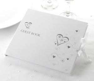 Hochzeits Gästebuch in weiss mit silbernen Herzen