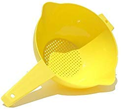 Tupperware 2 Quart Colander Strainer with Handle, Yellow ()