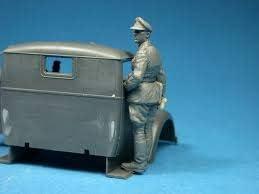 Miniart 1//35 WWII Drivers # 35042