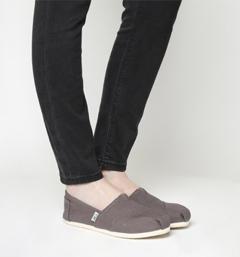 e4ee38a8 Toms Women's Classic Canvas Ash Canvas Ankle-High Canvas Flat Shoe - 10M by  TOMS