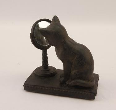 Resin Cat with Mirror ()