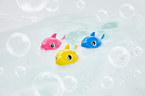 31%2BehPAx1TL - Robo Alive Junior Baby Shark Battery-Powered Sing and Swim Bath Toy by ZURU - Daddy Shark (Blue)
