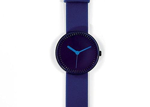 nava-watch-bottle-blue-water