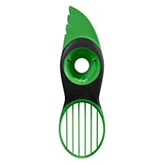 Split, pit, slice and scoop avocados safely and effectively with the OXO Good Grips 3-in-1 Avocado Slicer. This tool features a comfortable non-slip grip and a blade that easily cuts avocados to their core without being sharp to the touch. Th...