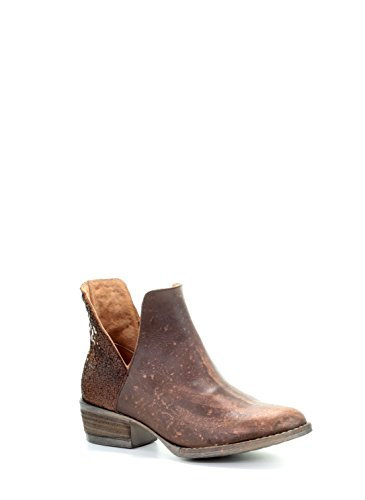 e Cutout Round Toe Distressed Leather Shortie Cowboy Boots - Copper ()