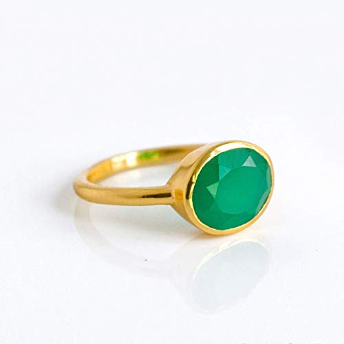 Oval Emerald Green Onyx Ring Bezel Set in Sterling Silver or Vermeil Gold, May Birthstone Ring Bezel Set Oval Onyx Ring