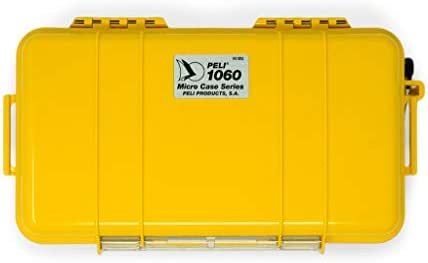 PELI 1060 Micro Case-Schutz für Smartphone und Kleinere Habseligkeiten bei Outdoor- Aktivitäten, IP67 Wasserdicht, 1,3L Volumen, Hergestellt in den USA, Gelb/ Schwarze Gummieinlage