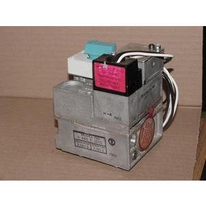 HONEYWELL V445C1015 COMBINATION GAS CONTROL DIRECT SPARK IGNITION ()