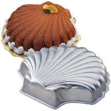 Wilton Shell Seashell Mermaid Ariel Cake Pan Mold (2105-8250, 1989) Retired]()