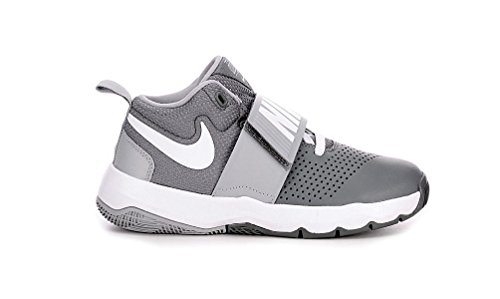 Boys' Nike Team Hustle D 8 (PS) Pre-School Shoe is built with a leather upper integrated with foam-backed mesh for comfort. A midfoot strap provides a locked-in feel, while a lightweight, flexible midsole provides toe-to-heel cushioning.