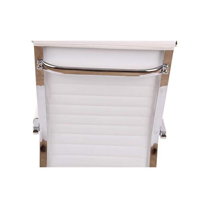 310 iUJhGlL AJUSTABLE: La silla de oficina Amadora cuenta con un mecanismo de balanceo en el respaldo que se ajusta con el adaptador de rosca ubicado debajo del asiento, allí se encuentra también la manivela que permite ajustar la altura de la silla. El asiento puede dar un giro de 360° y gracias a las ruedas de su base permite a la unidad deslizarse por diversas superficies. MATERIALES: La estructura de la silla así como la base están hechas de metal en efecto óptico cromado brillante. La silla cuenta con un tapizado en cuero sintético (100% poliuretano), dicho material es resistente y fácil de limpiar. Las ruedas de la base son de polipropileno suave, que permite rodar con facilidad. DIMENSIONES: La silla ejecutiva tiene las siguientes medidas aproximadas: Alto: 96-106 cm I Ancho: 51 cm I Profundidad: 63 cm I Altura del asiento: 43 - 51 cm I Superficie del asiento (AxP): 46 x 49 cm I Altura del respaldo: 58 cm I Altura del reposabrazos: 19 cm I Capacidad máxima de carga: 120 kg I Peso: 11 kg.