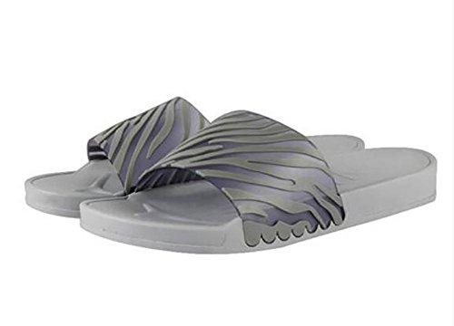 Le nuove semplici pantofole casalinghe di estate colpiscono una piacevole parola trascinata sulle scarpe fredde di sabbia fresca quotidiana di svago , 1 , 37