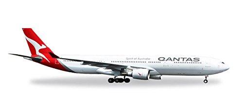 - HERPA 558532 Qantas Airbus A330-300 New 2016 Colours VH-QPJ Model Set, Multi
